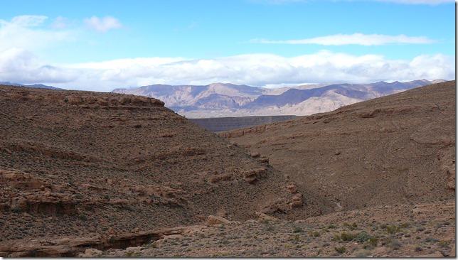 Beaucoup d'abris naturels dans ces canyons secs du Maroc