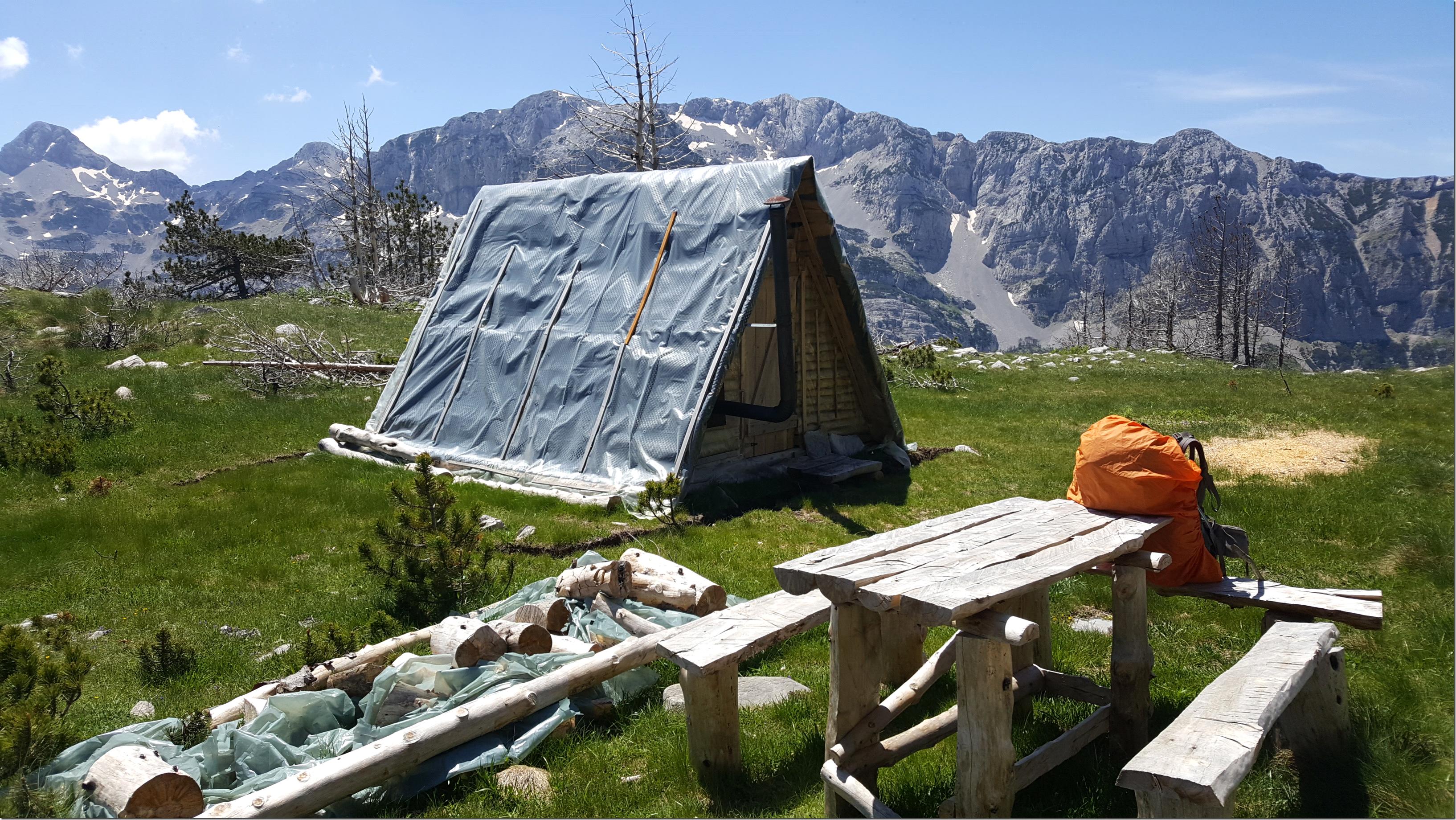 Grande randonnée dans les Balkans - Refuge massif de Prenj