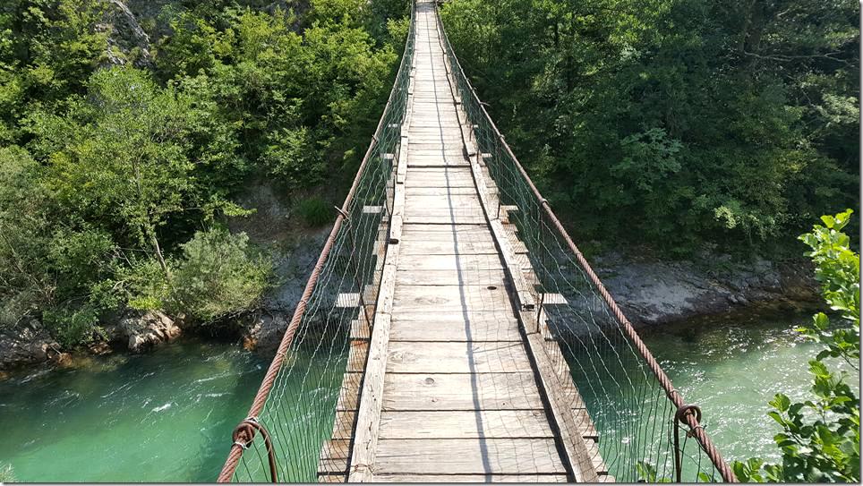 Via Dinarica - pont suspendu au-dessus de la Neretva