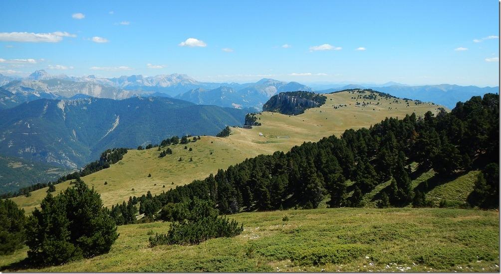 Vue sur le plateau du Vercors et les cabanes de Châtillon (2)