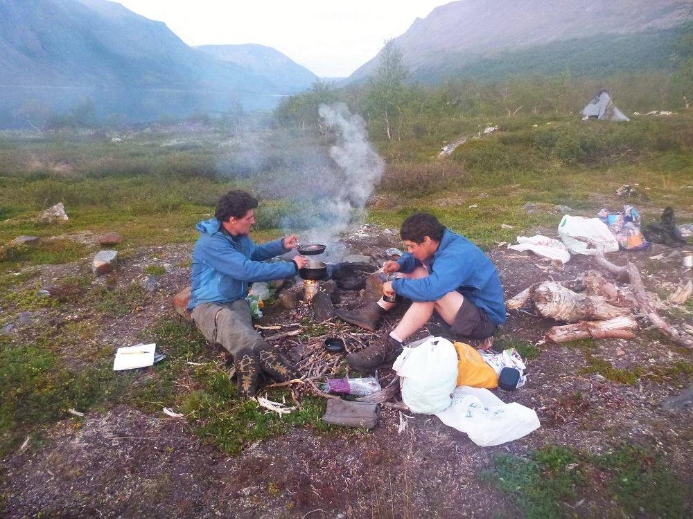 Traverser l'Europe à pied et cuisiner dans les montagnes de Laponie suédoise